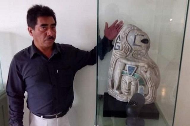 Alien-statue